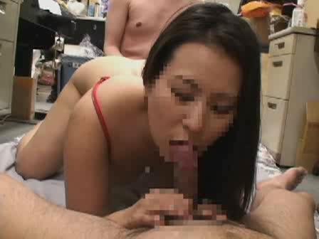 ドMな素人美熟女が自らAV出演の応募を。口やマンコに肉棒をねじ込まれ突かれる3Pハメ撮り。