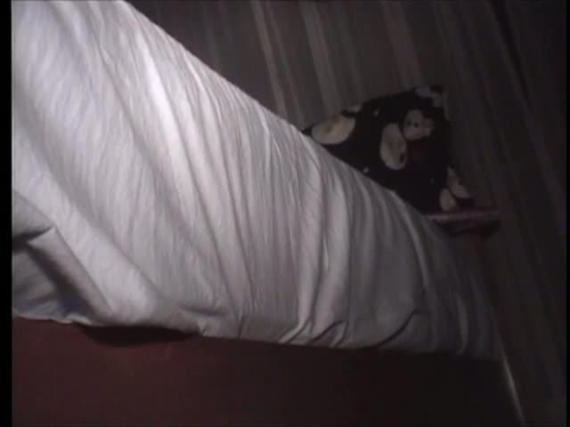 実家にいる妹に夜這いをしかけて無理やりセックス