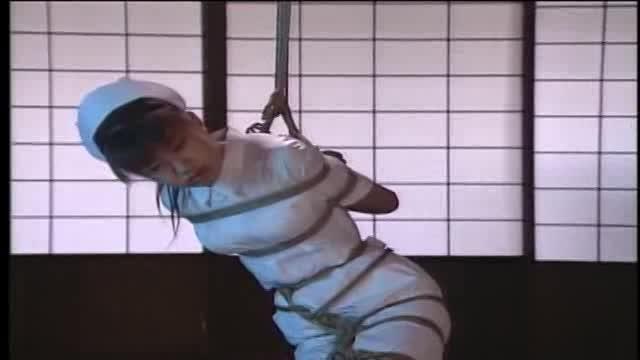 白衣の美人ナース緊縛吊り攻め!